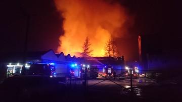 Wrocław: pożar hali produkcyjnej z artykułami papierniczymi