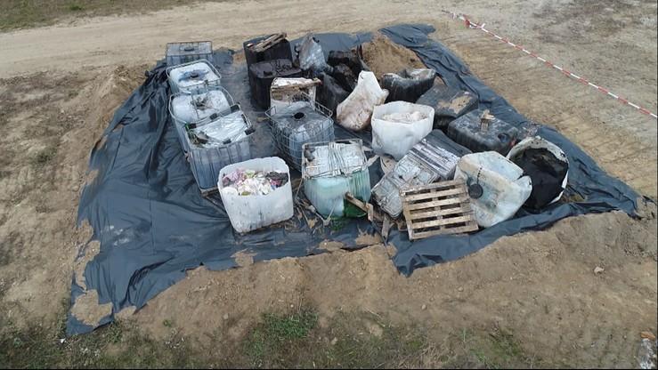 Tajemnicze zbiorniki z chemikaliami pod Lublinem. Mogą być groźne dla ludzi