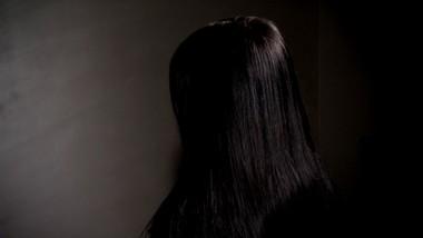 """""""Próbowałam go odepchnąć, ale uderzył mnie w twarz"""". 16-latka mówi o gwałcie"""