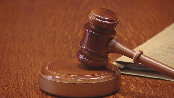 Sąd umorzył postępowanie ws. radomskiego radnego skazanego za znęcanie się nad żoną