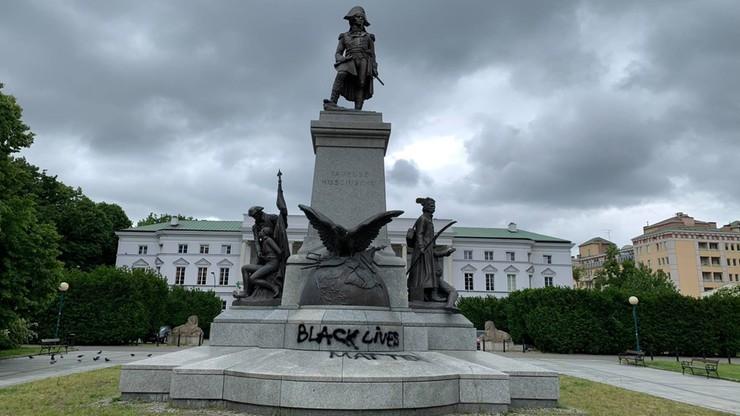 Zniszczony pomnik Kościuszki w Warszawie