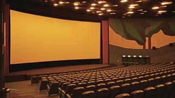 Zakazano imprez masowych. Czy przestaną działać kina i teatry?