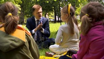 Nietypowa konferencja Szymona Hołowni. Kandydat na prezydenta odpowiadał na pytania... dzieci