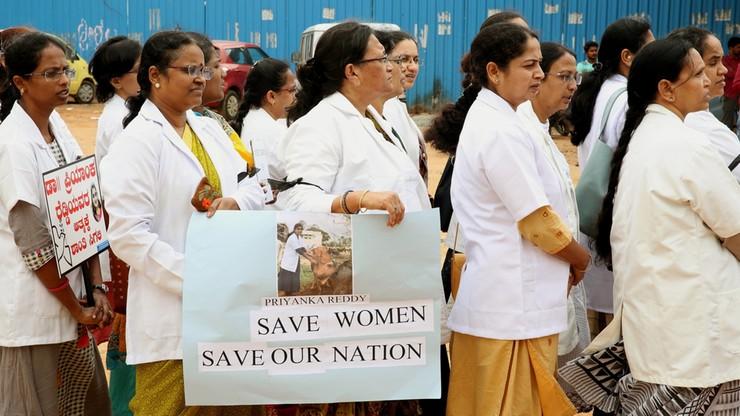 Protesty w Indiach po gwałcie i zabójstwie 27-latki