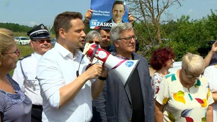 Niespodziewana wizyta na spotkaniu Trzaskowskiego. Komorowski poparł kandydata KO