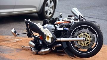Motocyklista zginął w wypadku, jego żona walczy o życie w szpitalu