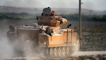 """""""Zajęliśmy wyznaczone cele"""". Tureckie wojska lądowe kontynuują atak w północnej Syrii"""