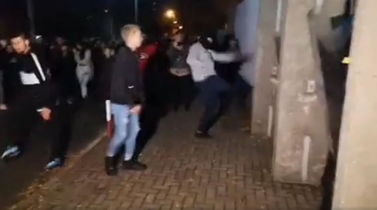 Prezydent Konina apeluje o spokój po ataku na policjantów przed komendą