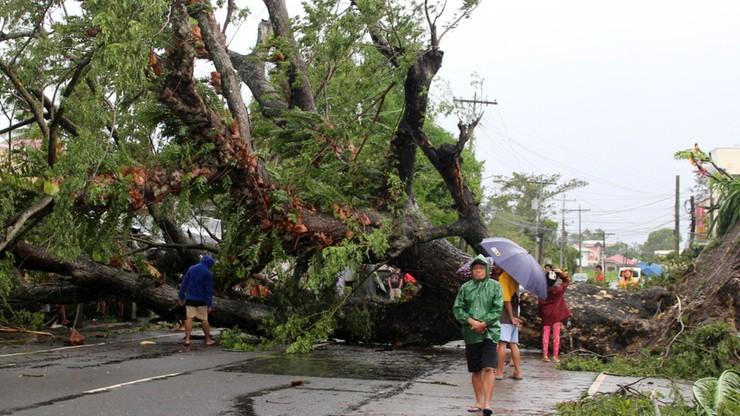 Filipiny: 10 osób zginęło w wyniku przejścia tajfunu Kammuri