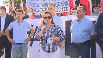 Powrót Renaty Beger i protest przed siedzibą PiS. Była posłanka Samoobrony broni ferm futerkowych