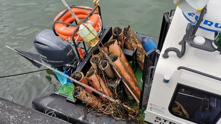 Pułapki na węgorze w Zatoce Puckiej