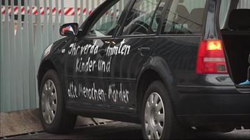 Auto wjechało w bramę urzędu kanclerz Niemiec. Zagadkowy napis na karoserii