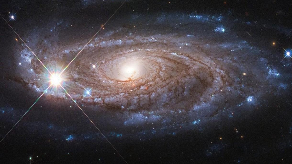 Kosmiczny Teleskop Hubble'a uwiecznił w pełnej krasie Rubinową Galaktykę