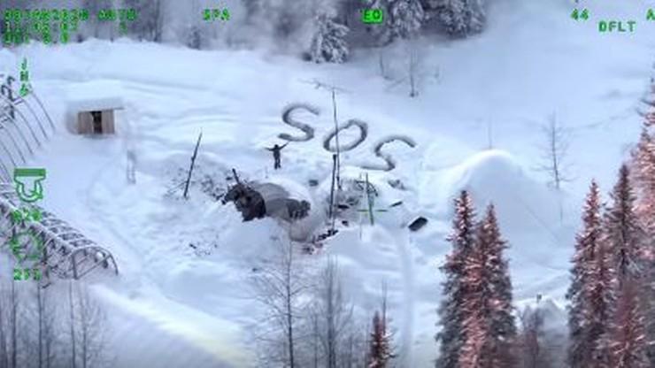 Spędził w lesie na odludziu trzy tygodnie. Ratownicy zobaczyli napis na śniegu