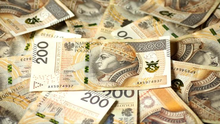 Kilka tysięcy złotych na śmietniku. Policja szuka właściciela