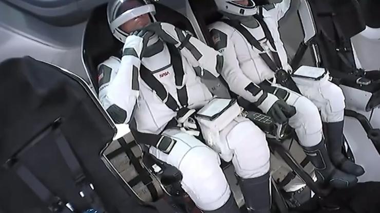 Falcon 9 Elona Muska zabiera ludzi w kosmos. Zobacz start rakiety
