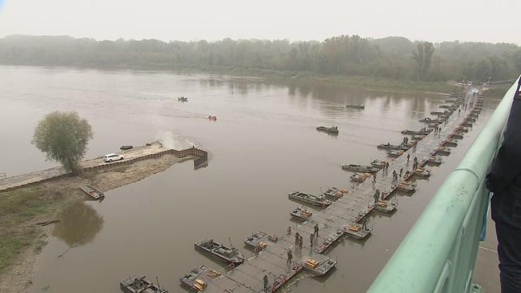 Most pontonowy rozmontowany. Ścieki wpadają do Wisły
