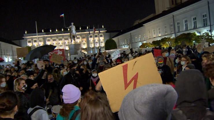 Kolejne protesty po orzeczeniu TK. W Katowicach starcia z policją i narodowcami