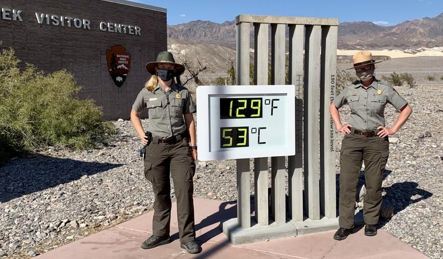 53 stopnie w centrum turystycznym w Dolinie Śmierci. Fot. NPS / E. Deldin.