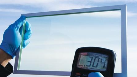 Polska firma stworzyła innowacyjne i wydajne solarne szyby do samochodów i domów