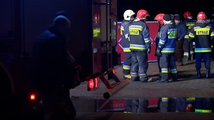 Pożar altanki w Warszawie. Strażacy znaleźli zwęglone ciało