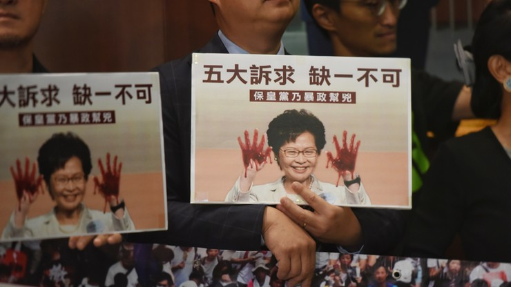 Opozycja zablokowała wystąpienie szefowej władz Hongkongu w parlamencie