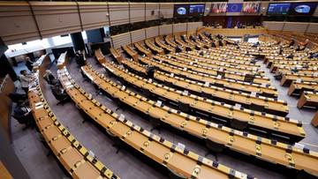 """Nie będzie postępowania za """"finansowe zagłodzenie Polski"""". Europosłowie PiS oburzeni"""