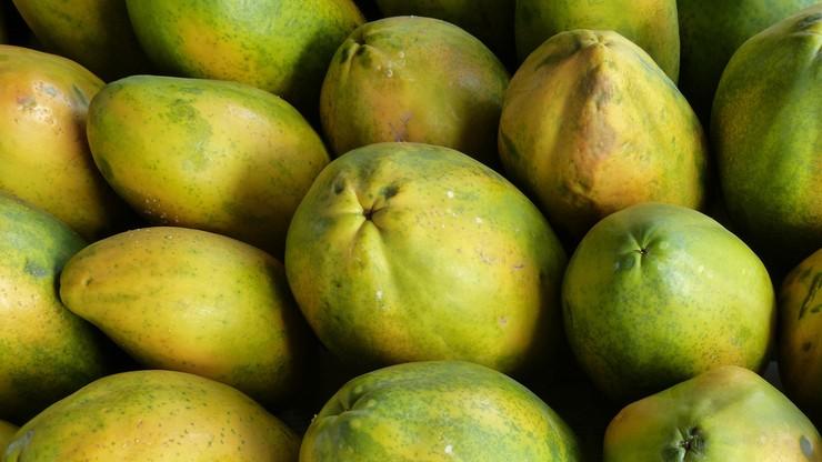 """Owoce """"zakażone"""" koronawirusem. Szef laboratorium zawieszony"""