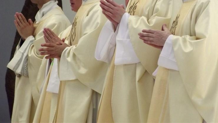 Zmarło kilkuset księży. Koronawirus wśród duchownych