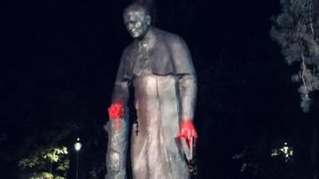 Zdewastowany pomnik Jana Pawła II. Dłonie papieża oblane farbą