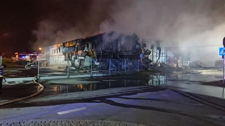 Budynek doszczętnie spłonął. Jak szacuje oficer prasowy, straty sięgają milionów złotych