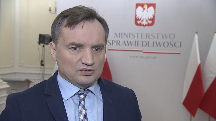 """Ziobro przekazał Jourovej """"wymowne materiały"""". Wśród nich m.in. artykuł byłej premier"""