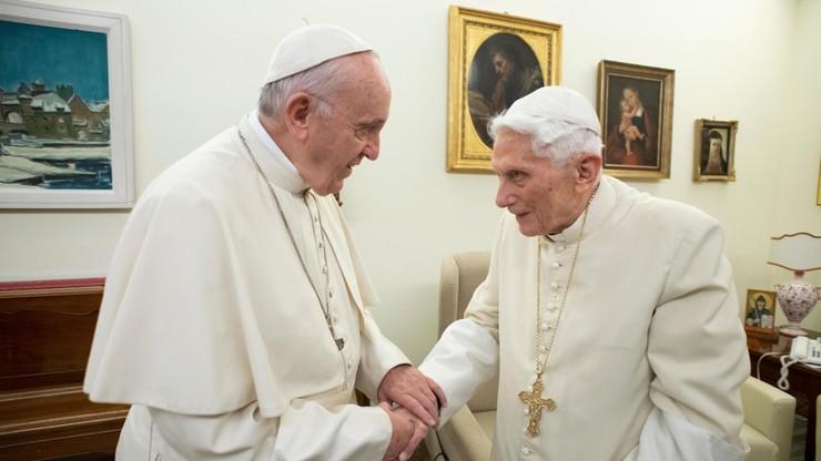 """Sprawa celibatu dzieli Watykan. """"Benedykt XVI został wykorzystany przeciwko Franciszkowi"""""""