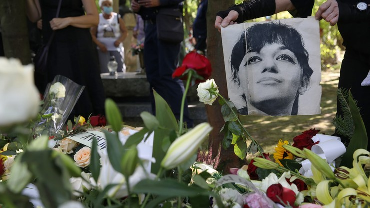 """Pogrzeb Ewy Demarczyk na Cmentarzu Rakowickim. """"Zgasła jedna z najjaśniejszych gwiazd"""""""