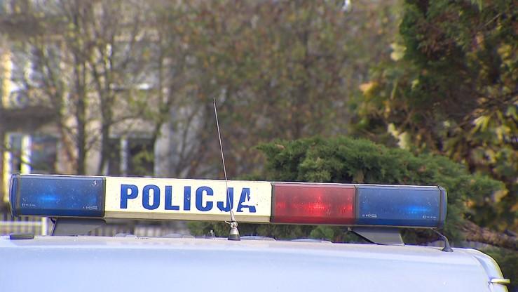 Zabił nożem babcię, zaatakował policjantów. W Suchedniowie padły strzały