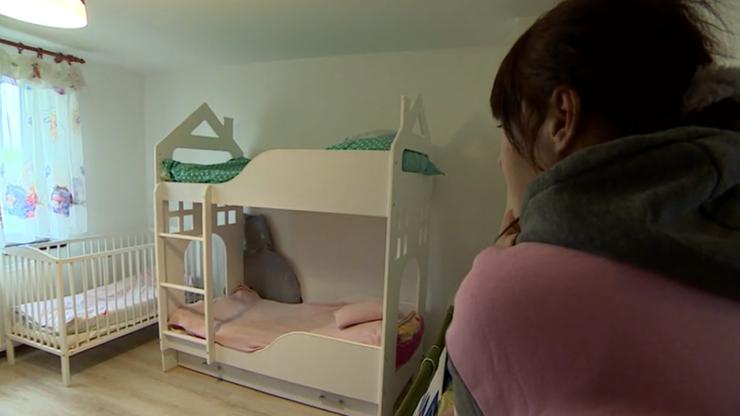 Matce odebrano czworo dzieci. Kobieta remontuje dom, by je odzyskać