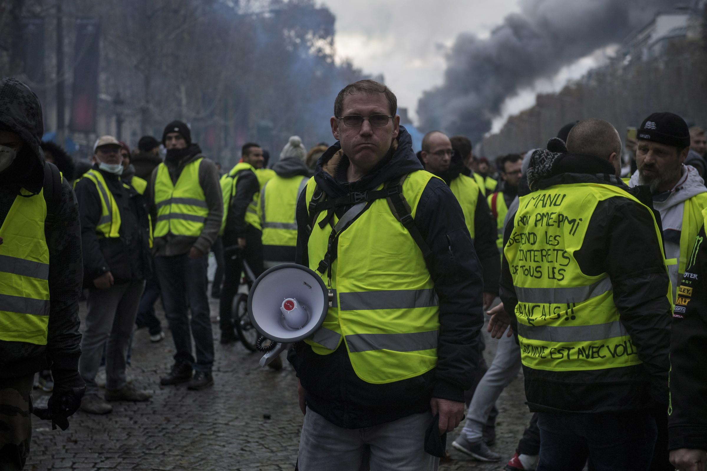 Znalezione obrazy dla zapytania obrazy Francja i żółte kamizelki