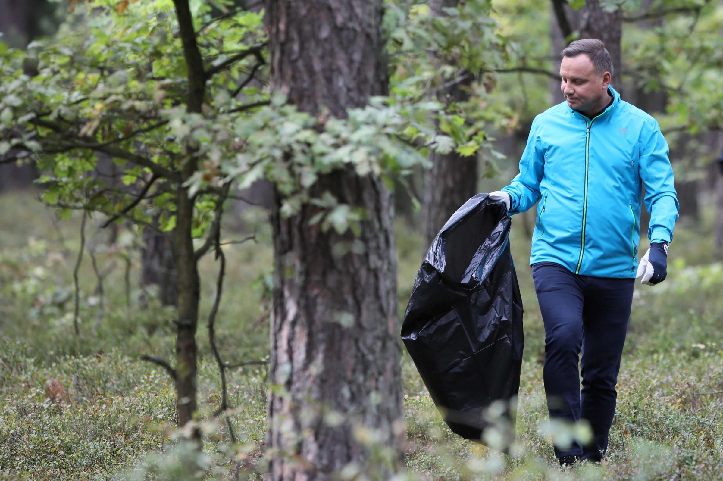 Prezydent Andrzej Duda zainaugurował ogólnopolską akcję sprzątania lasu