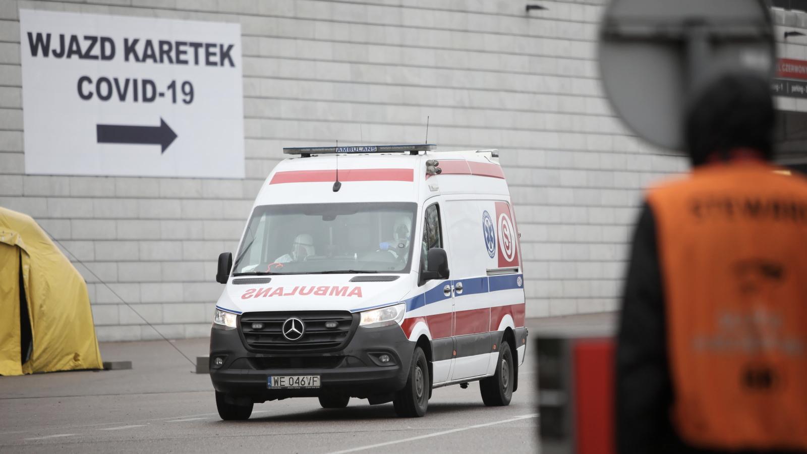 Ponad 27 tysięcy nowych zakażeń koronawirusem w Polsce. Szpitale mają problemy z zaopatrzeniem w tlen