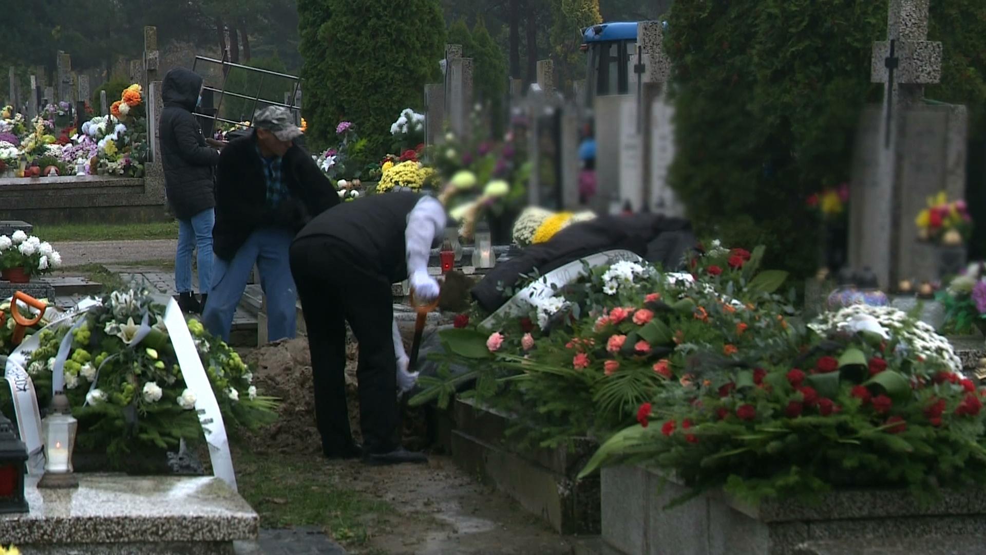 """Coraz większe problemy z pogrzebami. """"Mamy pewne granice wytrzymałości"""""""