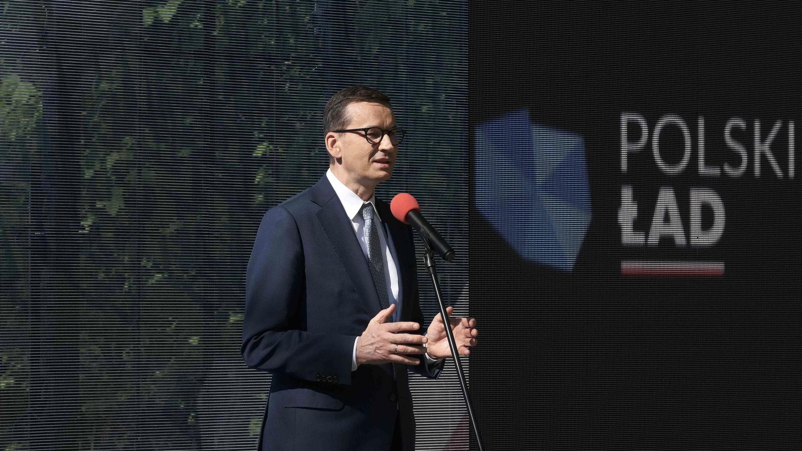 """Premier Morawiecki ruszył promować Polski Ład. """"Koncert życzeń w terenie"""""""