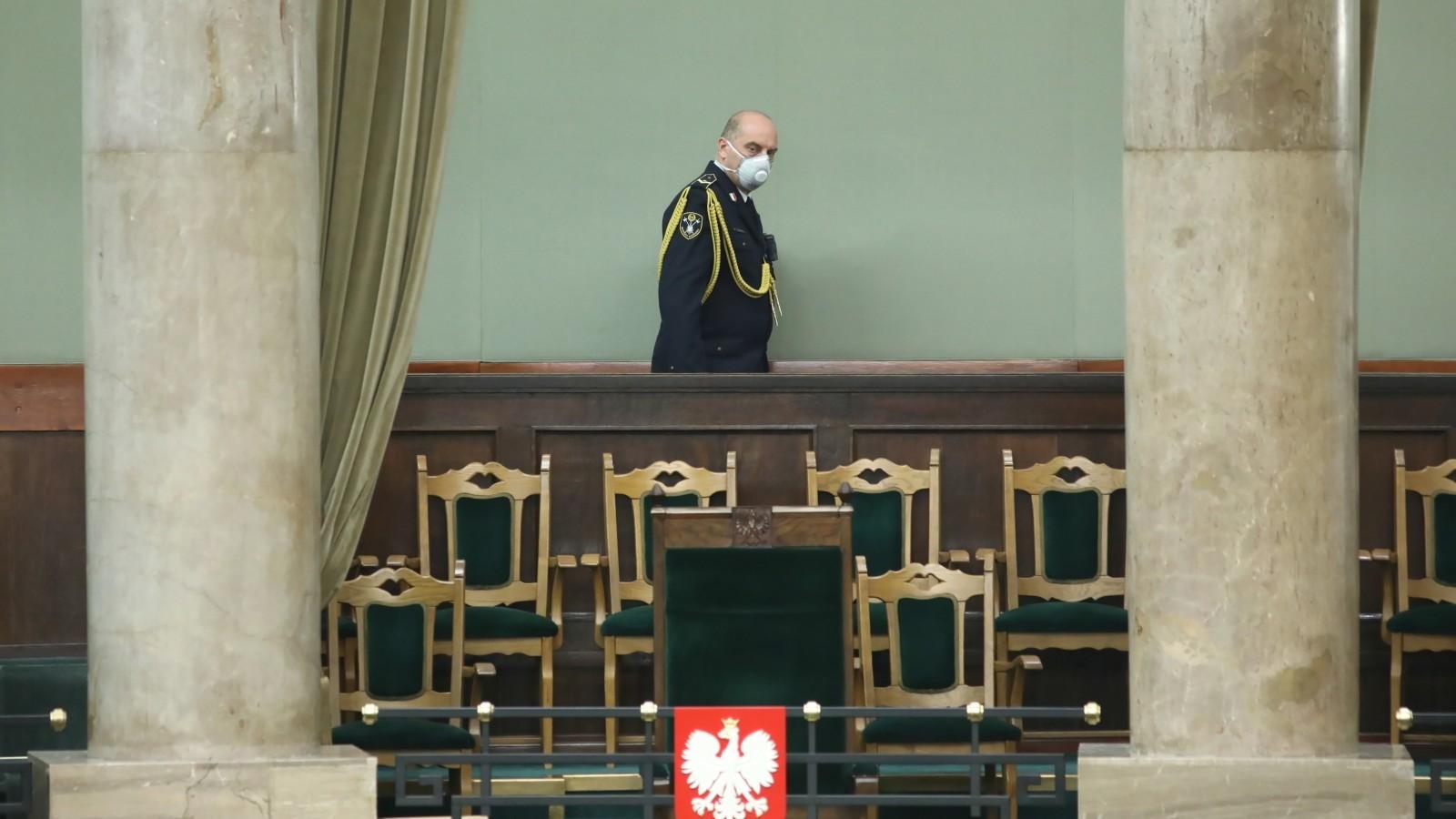 26.03.2020 | Obrady Sejmu w specjalnych warunkach. Decydowano o zmianie regulaminu